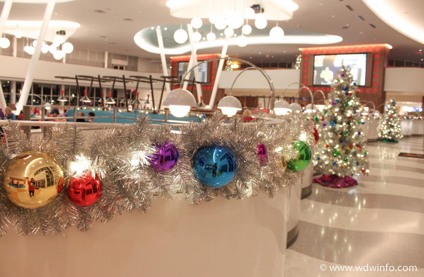 Orlando Resort Cabana Bay Gets A 60s Christmas Overlay