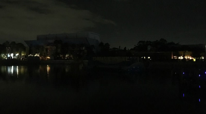 breaking power outage in large section of universal halloween horror nights - Universal Halloween Night