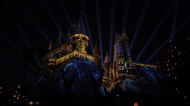 """The Magic of Christmas at Hogwarts Castle"" Debuts at Universal"