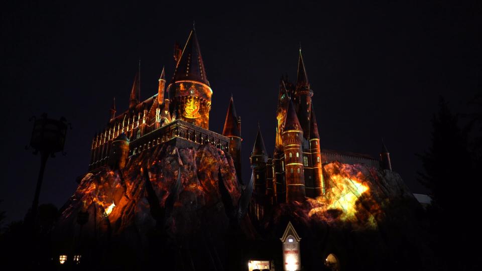 nighttimelightshogwarts-gryffindor